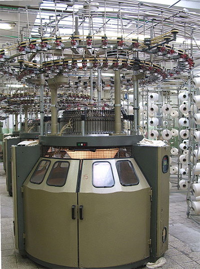 An apparel color matching knitting machine