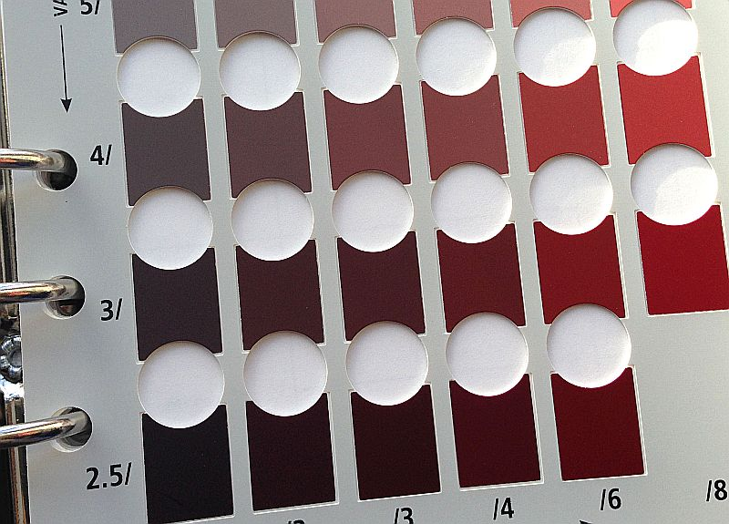 Munsell soil color chart, showing the color 5R 4/6.