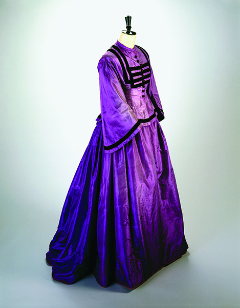 A mauve dress from the color revolution period