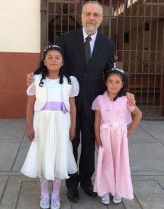 Professor Robert Connolly with school children in Peru.