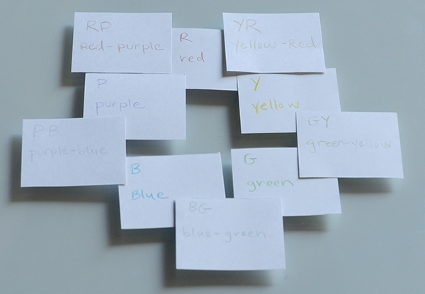 Using crayons, the color abbreviations are written on the back of cards.