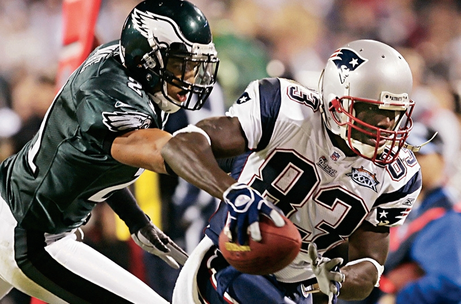 The Philadelphia Eagles in green and white and the Patriots in red white and blue in the 2005 Super Bowl